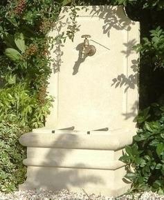 Fontaine en pierre vieillie SAPHIR - exclusivit� GEDIMAT - GEDIMAT - Mat�riaux de construction - Bricolage - D�coration