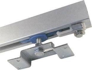 Equerre de fixation sur rail seul pour porte coulissante for Porte coulissante fixation plafond