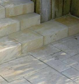 Marche TIVOLI en pierre reconstituée d'aspect vieille pierre ép.15cm 45x35cm coloris Languedoc - Gedimat.fr