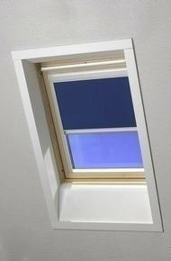 Store d'occultation pour fenêtre de toit ROTO haut.118cm larg.114cm coloris bleu E-283 - Gedimat.fr