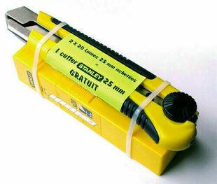 Lame de cutter 25mm lot de 2x20 pièces et un cutter bi matière ergonomique Dynagrip 25mm - Gedimat.fr