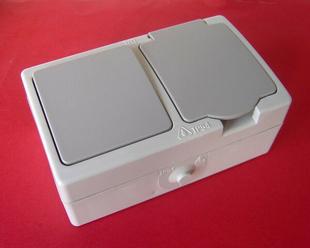 Interrupteur ou va et vient simple étanche 10A et prise de courant série AKYA étanche 16A 220V coloris gris clair - Gedimat.fr