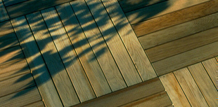 Dalle de terrasse Pin Maritime sans noeud face striée 50cm x 50cm Ép.44mm - Gedimat.fr