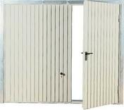 Porte de garage basculante tablier métallique avec portillon droit haut.2,00m larg.2,40m - Porte de service isolante VANNES en PVC droite poussant haut.2,15m larg.90cm - Gedimat.fr