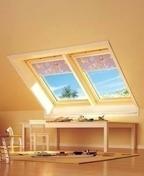 Fenêtre standard VELUX GGL MK04 type 3054 haut.98cm larg.78cm - Porte d'entrée NATIV 2 en bois red cedar gauche poussant haut.2,15 larg.90cm - Gedimat.fr