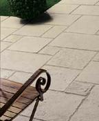 Dalle en pierre reconstituée OPUS RICHELIEU multiformat coloris champagne - Bardelis ''S'' gauche coloris rethaise - Gedimat.fr