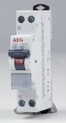 Disjoncteur électrique modulaire unipolaire + neutre 220V 32A - Brique de verre CUBIVER ép.8cm dim.19,8x19,8cm nuagée bleu azur - Gedimat.fr