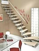 Escalier 1/4 tournant MONTANA en bois (pin) haut.2,75m sans rampe finition brut - Porte d'entrée KENJI avec isolation totale de 160 mm en acier gauche poussant haut.2,15m larg.90cm laqué gris 7016 - Gedimat.fr