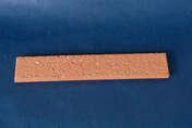 Plaquette en terre cuite ép.1,4cm long.28cm haut.5cm rouge sablé - Poinçon coloris rouge ancien - Gedimat.fr