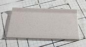Plinthe à recouvrement carrelage pour sol en grès cérame pleine masse DOTTI larg.10cm long.20cm coloris ivory - Poutre VULCAIN section 25x25 cm long.5,00m pour portée utile de 4,1 à 4,60m - Gedimat.fr