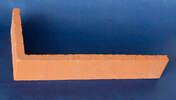 Plaquette d'angle en terre cuite ép.1,4cm long.28cm haut.5cm rouge lisse - Poinçon coloris rouge ancien - Gedimat.fr
