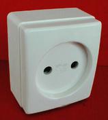 Prise de courant série BEJING pour pose en saillie 2 pôles 16A 220V coloris blanc - Ampoule électrique halogène standard SYLVANIA CLASSIC ECO économique culot à visser E27 puissance 42W en blister de 2 pièces - Gedimat.fr