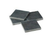 Dalle pierre naturelle sciée Chine ép.2,5cm dim.30x30cm coloris bleutée - Bordure palissade Mambo rectangulaire ép.6cm dim.50x20cm coloris noir - Gedimat.fr