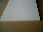 Panneau de particule surfacé mélaminé CTBH P5 ép.19mm larg.2,07m long.2,80m Blanc givrée - Maxi-linteau en terre cuite pour mur de 20cm ép.20cm long.2,60m hors tout - Gedimat.fr