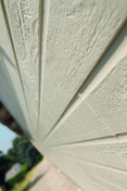 Bardage fibre de bois NEO 97 % Eucalyptus ép.9,5mm larg.280 (utile) x 140mm long.3,66m Ivoire - Plaque de plâtre standard KNAUF KS BA15 ép.15mm larg.1,20m long.2,60m - Gedimat.fr
