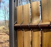 Kit AQUIWOOD en épicéa massif naturel teinté brun haut.1,03m composition de 36 lattes + 6 liteaux de 1m - Plot auto-nivellant pour dalle hauteur de 155 à 245 mm - Gedimat.fr