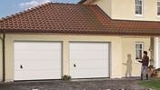 Porte de garage sectionnelle monobloc prémontée haut.2,00m larg.2,375m Blanc - Porte d'entrée NATIV 3 en bois red cedar droite poussant haut.2,15 larg.90cm avec barre de tirage - Gedimat.fr