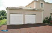 Porte de garage sectionnelle Iso45 Nervures Satin White  - Portes de garage - Menuiserie & Am�nagement - GEDIMAT