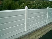 Clôture PVC persienné haut.0,98m larg.1,50m - Fenêtre PVC blanc CALINA 2 vantaux oscillo-battant haut.1,15m larg.1,20m vitrage 4/16/4 basse émissivité - Gedimat.fr