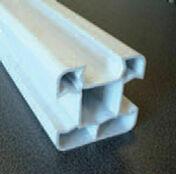 Poteau PVC Blanc multi-fonction ranuré 3 faces LG 2,40m - Radiateur MALAO Vertical à inertie fonte + façade chauffante Gris acier 1500W - Gedimat.fr