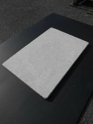 Dalle en pierre naturelle PHARAON BEIGE dim.60x40x2cm coloris beige nuancé - Porte d'entrée PVC FERMETTE avec isolation totale de 140 mm droite poussant haut.2,15m larg.90cm blanc - Gedimat.fr